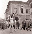 Poštni jezdec pred mariborskim gradom 1959.jpg
