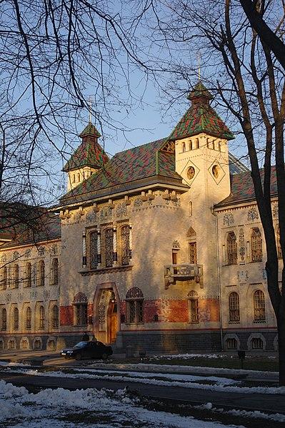 Будинок Полтавського губернського земства (Полтавський краєзнавчий музей), Полтава. Автор фото — Сергій Криниця, ліцензія CC-BY-SA-4.0