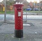 Post box on Woolton Road, Wavertree.jpg