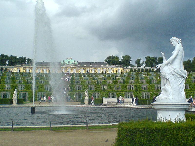 File:Potsdam - Schloss Sanssouci mit Weinberg 2005.jpg