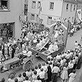 Praalwagen met reclame voor wijn uit Enkirch, Bestanddeelnr 254-3873.jpg