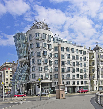 Milunic's and Gehry's Dancing House Prag ginger u fred gehry.jpg