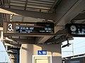Praha-Holešovice, informační tabule na 3. nástupišti, zpoždění EC 170 Hungaria (01).jpg
