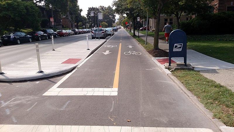 File:Protected bike lane on Summit Street, Columbus, September 2016.jpg
