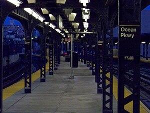Ocean Parkway (BMT Brighton Line) - Image: Q Ocean Plat