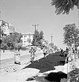Ramat Goan Arbeiders bezig met het asfalteren van een deel van een weg, Bestanddeelnr 255-3838.jpg