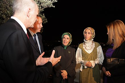 Erdogan with his wife Emine (center) and his daughter Sumeyye (center-right), together with Greek Prime Minister George Papandreou and his former spouse Recep Tayyip Erdogan and George Papandreou, Greece October 2010 1.jpg