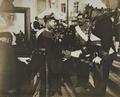 Rei D. Manuel II com o Infante D. Afonso, o Conde de Arnoso e o Marquês de Sabugosa.png