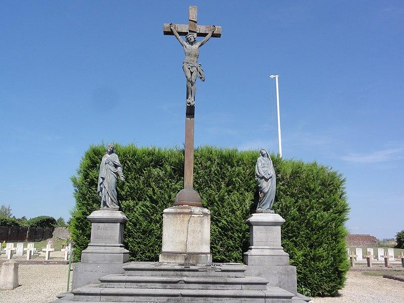 Ribemont (Aisne) cimetière, calvaire