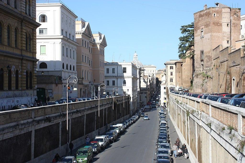 Rom, die Straße Via degli Annibaldi.JPG