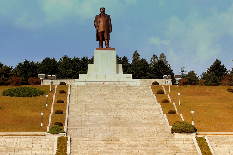 STATUE OF KIM IL SUNG KAESONG CITY DPRK NORTH KOREA OCT 2012 (8643184836)