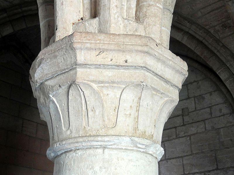 fichier saint jean aux bois 60 salle capitulaire chapiteau de l 39 un des deux piliers isol s 2. Black Bedroom Furniture Sets. Home Design Ideas