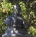 Saint-Martin d'Uriage (38) Statue du Docteur Pierre Doyon - 02.jpg