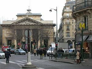 Saint-Philippe du Roule (Paris Métro) - Image: Saint Philippe du Roule ext metro