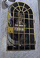 Santa maria in trastevere, int. nicchia con pesi e catene supplizio di martiri.JPG