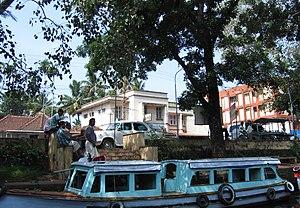 Scenes fom Vembanad lake en route Alappuzha Kottayam1.jpg