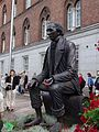 Sculpture of Hans Christian Andersen at Odense blomsterfestival 2005.jpg