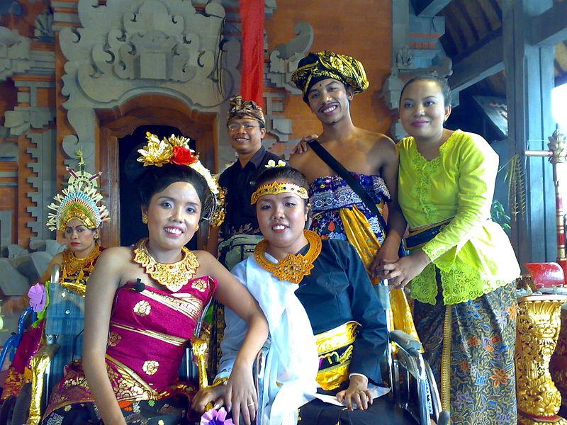 File:Senang Hati-Diah Larasati-Sang Ayu sisters.jpeg