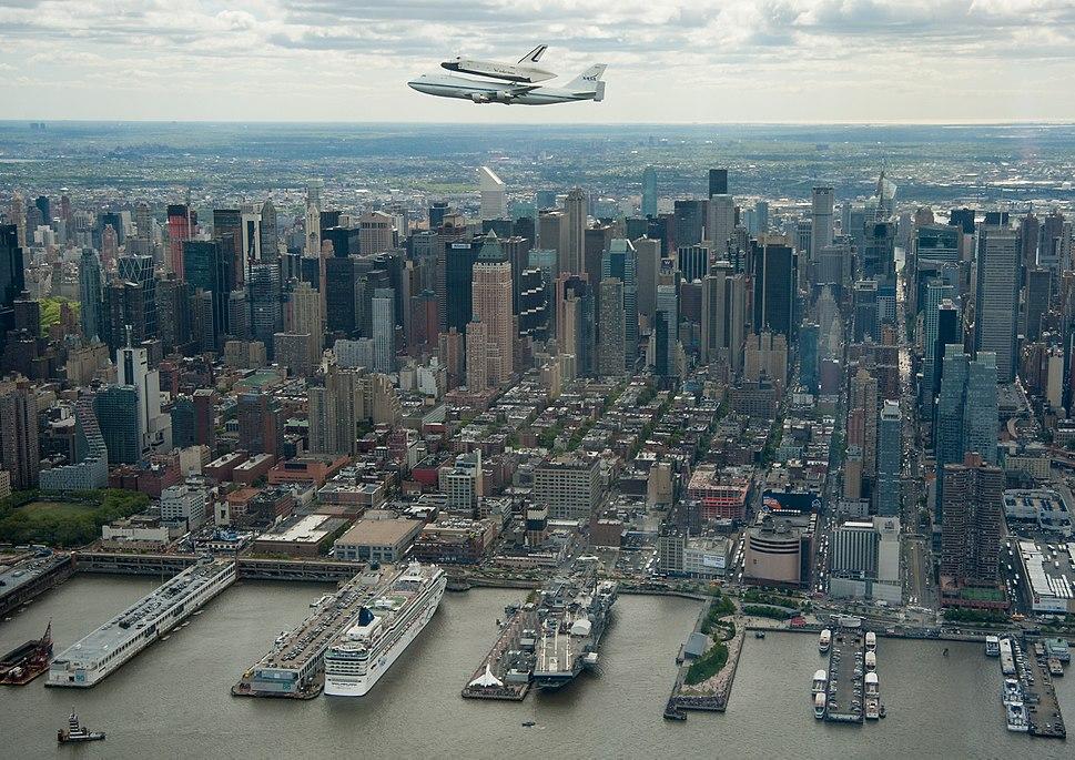 Shuttle Enterprise Flight to New York (201204270023HQ)