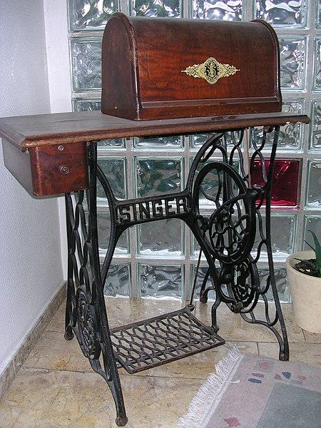 datei singer n hmaschine mit tisch. Black Bedroom Furniture Sets. Home Design Ideas