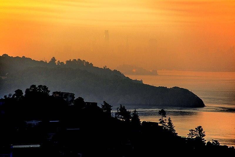 File:Smoky sunrise over San Francisco, October 2017.jpg