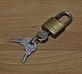 Solex 99 30 padlock with keys (DSCF2659).jpg