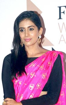 Sonali Kulkarni at Femina Women Award 2017 (04) (cropped).jpg
