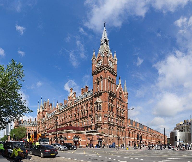 جولة في مدينة الضباب ( لندن ) 800px-St_Pancras_Railway_Station_2012-06-23.jpg