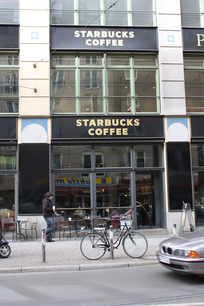 file starbucks neben den hackeschen h fen berlin img 2087 jpg wikimedia commons. Black Bedroom Furniture Sets. Home Design Ideas