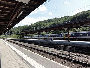 Stein, Aargau - Bahnhof Stein-Säckingen, Bahnsteige Richtung Frik (2012).JPG