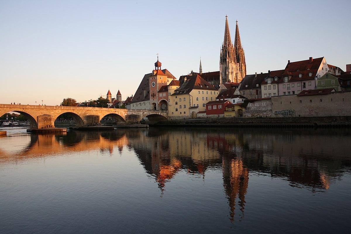 Steinerne Brücke und Dom.jpg