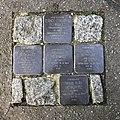 Stolpersteine für die ehemaligen Bewohner des Hauses in der Erwinstraße 3 in Hannover.jpg