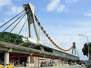 Jiantan Station - Jiantan Station's dragon boat architecture