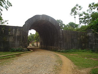 Citadel of the Hồ Dynasty - Image: Tay Do castle East gate