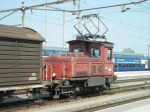 Shunting (rail) - Light dual-mode (electric and diesel) shunter SBB Tem 346 at work on the Swiss Federal Railways