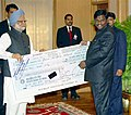 The Chief Minister of Jharkhand, Shri Arjun Munda presenting a cheque of Rs. 10 crore to the Prime Minister, Dr. Manmohan Singh, towards the Prime Minister's National Relief Fund in New Delhi on January 10, 2005.jpg