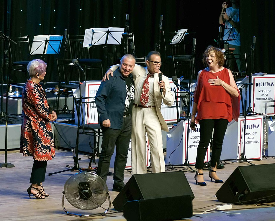 The Manhattan Transfer concert 03.jpg