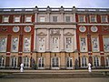The south face of Hampton Court Palace - geograph.org.uk - 1107620.jpg