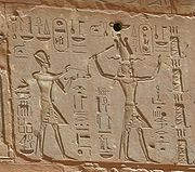 Hieroglyphs showing Thutmose III on the left and Hatshepsut on the right, she having the trapings of the greater role