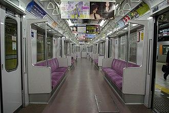 Tokyo Metro 8000 series - Image: Tokyo Metro 8000 renewal interior