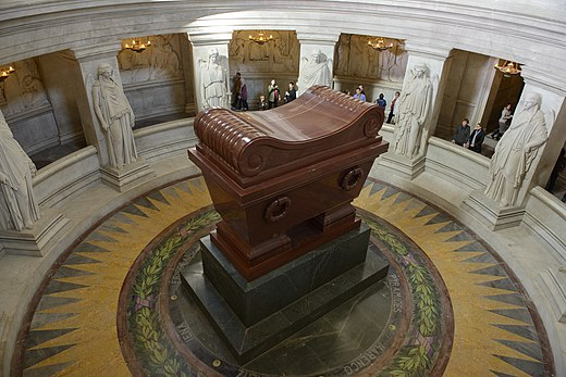 The sarcophagus of Napoleon Bonaparte Tomb of Napoleon, Paris 7 October 2012 003.jpg