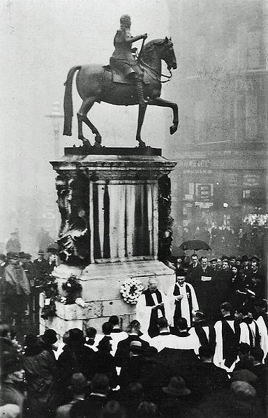 File:Trafalgar Square (14979057415).jpg