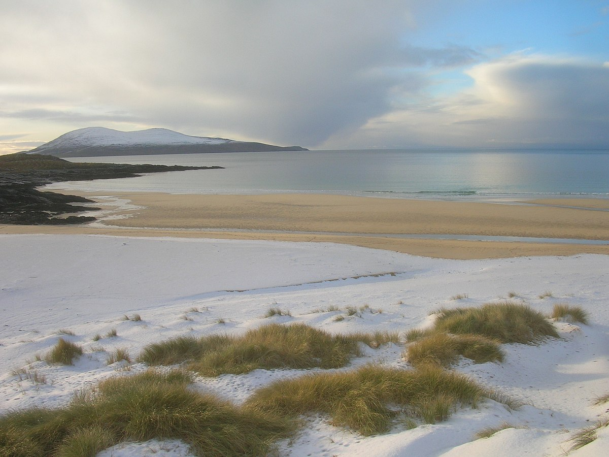 Traigh Iar Harris looking south to Ceapabhal and Toe Head - geograph.org.uk - 1731990.jpg