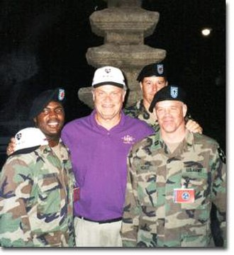 Fred Thompson - Senator Thompson meeting with U.S. soldiers in South Korea, 2001