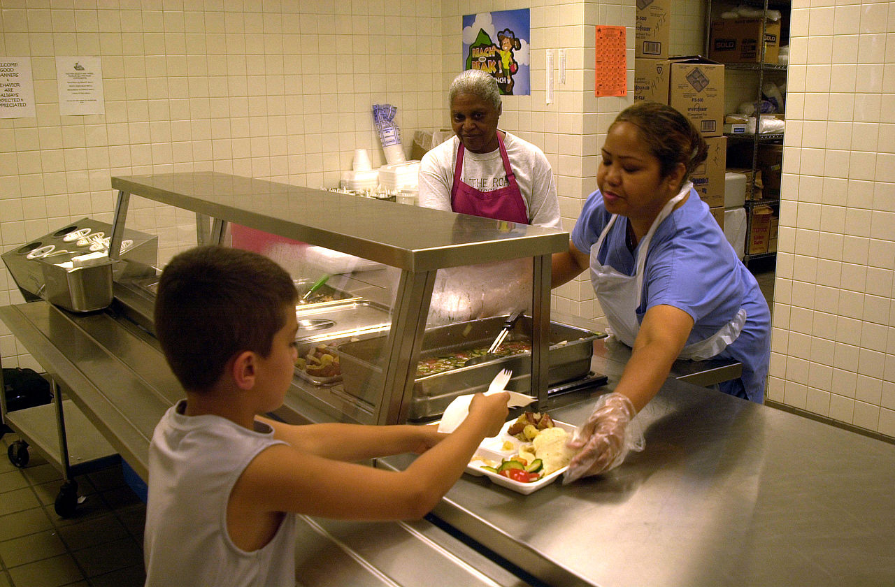how to become a school cafeteria worker