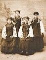 Ukrainian girls 1902.jpg