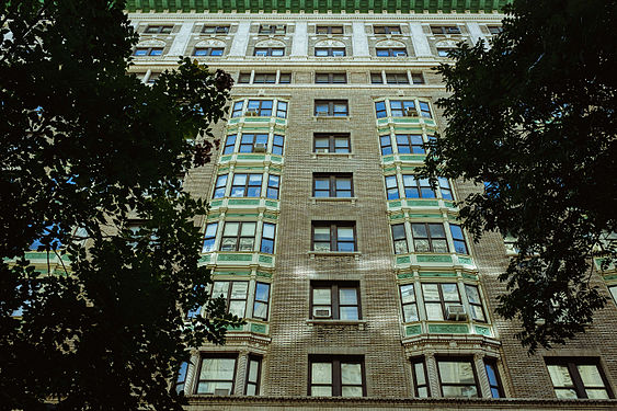 Upper West Side building (22104614581).jpg