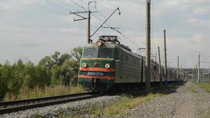 Файл:VL10 with freight trains, Kuybyshev section.webm
