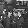 Vice president Lyndon B Johnson op stadhuis te Amsterdam ontvangen Burgemeeste, Bestanddeelnr 915-7101.jpg