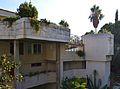 Vista cap a la zona de la piscina, edifici Espai Verd, València.JPG